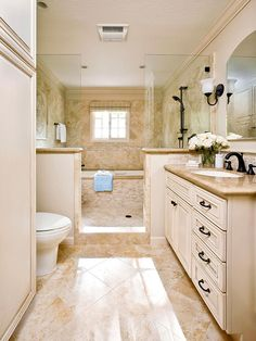 Mini Spa Retreat Smart space planning makes the most of this narrow bathroom. Both the tub and shower in this upscale and practical wet room reside behind half-walls and glass panels. A mix of stone tile shapes in a soothing, neutral palette accentuates t Small Bathroom With Shower, Narrow Bathroom, Master Bathrooms, Neutral Bathroom, Master Shower, Cream Bathroom Interior, Hall Bathroom, Shower With Half Wall, Beige Tile Bathroom