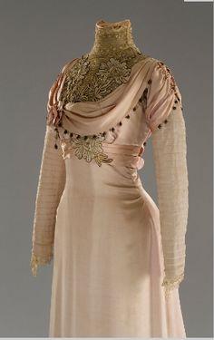 Edwardian tea gown, 1912