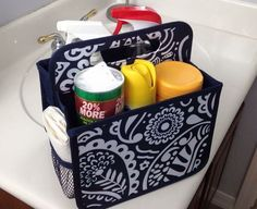 Duty Caddy - Scallop Stripe Store your bathroom cleaning supplies in the Double Duty Caddy!Store your bathroom cleaning supplies in the Double Duty Caddy! Thirty One Uses, My Thirty One, Thirty One Gifts, Thirty One Organization, Pantry Organization, Bathroom Organization, Bathroom Ideas, 31 Party, Thirty One Party