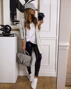 Spanx Faux Leather Leggings, Leather Leggings Outfit, Black Leggings Outfit Fall, Fall Leggings, Cute Casual Outfits, Stylish Outfits, Teen Outfits, Casual Sneakers Outfit, Cute Legging Outfits