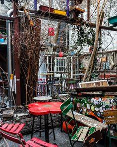 Szimpla Kert ruin pub, Budapest