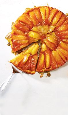 THE ULTIMATE TARTE TATIN Juicy fall apples are the crowning glory of this classic French upside-down tart. Real vanilla bean accentuates the. Desserts Français, French Desserts, Delicious Desserts, Dessert Recipes, Yummy Food, Filipino Desserts, Tart Recipes, Apple Recipes, Baking Recipes