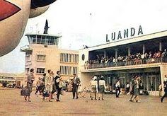 """No chão, à saída da aeronave, aspiro a humidade do ar, tomo-lhe a temperatura, e pelos odores de terra molhada, revejo-me no que viria a conhecer como """"cacimbada"""" africana. Luanda airport 1971 ."""