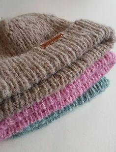 Trendikäs, helppo ja lämmin pipo syntyy illassa. Kun kaupalle tulee uusia lankoja niitä pitää luonnollisesti heti testata. Sandne... Nature Crafts, Drops Design, Fun Projects, Handicraft, Free Crochet, Knitted Hats, Diy And Crafts, Accessories, Knitting Ideas