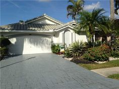 Gleneagles Country Club Homes for Sale in Delray Beach, FL. Click to view available listings in this Country Club community.