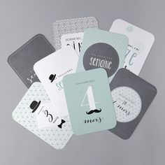 Cartes Étapes Bébé - BC01-008 Baby Milestone Cards, Babies First Year, Baby Milestones, Baby Crafts, Little Ones, Baby Boy, Place Card Holders, Cards Against Humanity, Branding