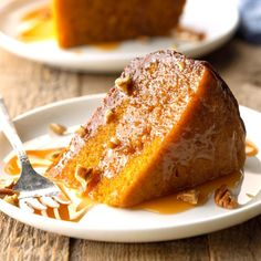 Caramel Pecan Pumpkin Cake Recipe -Turn your slow cooker into a cake maker and get yourself some seriously yummy dessert Canned Pumpkin Recipes, Pumpkin Cake Recipes, Pumpkin Dessert, Pumpkin Pumpkin, Köstliche Desserts, Delicious Desserts, Dessert Recipes, Plated Desserts, Pie Recipes