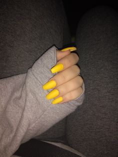 What Christmas manicure to choose for a festive mood - My Nails Prom Nails, Long Nails, Matte Nails, My Nails, Yellow Nail Art, Acrylic Nails Yellow, Simple Acrylic Nails, Sunflower Nails, Nail Manicure
