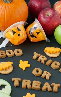 Spooky Snacks and Healthy Halloween Treats: Jack-O-Lantern Fruit Cups Snack spooky with these super healthy halloween treats! These halloween themed snacks that are fun, delicious, and SO easy to make even the kids can help! Scary Halloween Food, Halloween Snacks For Kids, Healthy Halloween Treats, Spooky Food, Halloween Appetizers, Halloween Ideas, Halloween Party, Halloween Decorations, Halloween Desserts