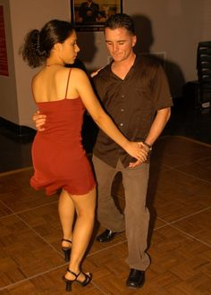 This site helps individuals learn how to salsa dance.