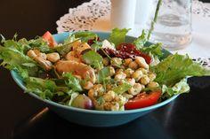 Ihanat salaatit Laukontorin rannassa! Sanna's Cafe & Salad Bar