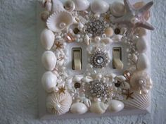 Beach DecorSeashell embellished double light by tropicalcottage Switch Plate Covers, Light Switch Plates, Light Switch Covers, Vbs Crafts, Crafts To Sell, Arts And Crafts, Beach Crafts, Beach Room, Light Crafts