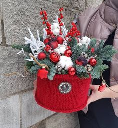 Easy Christmas Decorations, Christmas Greenery, Christmas Mood, Christmas Centerpieces, Rustic Christmas, Simple Christmas, Christmas Wreaths, Christmas Crafts, Creative Flower Arrangements