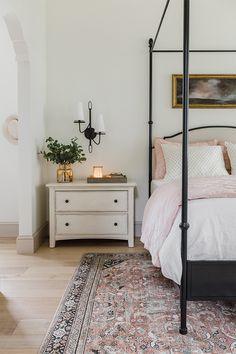 Bedroom Makeover, Home Bedroom, Bedroom Interior, Home Decor, House Interior, Bedroom Inspirations, Modern Bedroom, Pink Master Bedroom, Interior Design