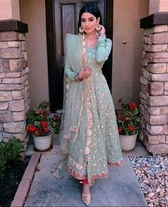 How pretty does Reena look in this though 😍💕👸🏽 Love the outfit colour, summer wedding attire style ✨🙌🏽☀️ Party Wear Indian Dresses, Dress Indian Style, Indian Wedding Outfits, Indian Outfits, Abaya Style, Pakistani Dress Design, Pakistani Outfits, Pakistani Fashion Casual, Pakistani Clothing