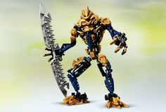 LEGO BIONICLE® Brutaka , Brutaka is powerful enough to defeat six Toa with one blow of his double-bladed weapon. Lego Mecha, Lego Bionicle, Lego Clones, Black Friday Specials, Lego Toys, Building Toys, Cool Artwork, Legos, Brick