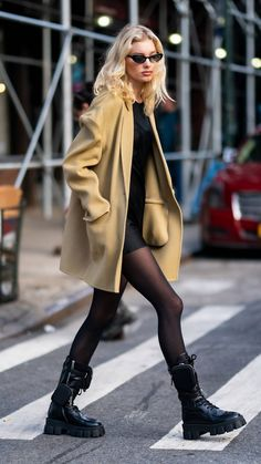 From Alexa to Margot Robbie, These Are the 3 Celebrity Coat Trends We Love - Celebrities Wearing Coats Elsa Hosk in Camel Coat and Combat Boots Outfit - Mode Outfits, Casual Outfits, Fashion Outfits, Womens Fashion, Image Fashion, Look Fashion, Fashion Black, Fashion 2020, Fashion Models