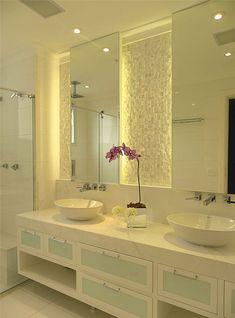 banheiro clean com linda decoração.