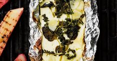 Vapise uunifeta: grillifeta on kesän ykkösherkku! Cheesesteak, Feta, Camembert Cheese, Side Dishes, Dairy, Favorite Recipes, Ethnic Recipes, Side Orders, Side Dish