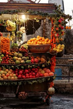 Akko Israel This is gorgeous! the lighting makes its look like art Mehr Fruit Stall, Naher Osten, Traditional Market, Israeli Food, Israel Palestine, Israel Travel, Holy Land, Fruits And Vegetables, Farmers Market