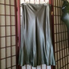 Hunter green satiny skirt Satin like hunter green flowing skirt. Can't really capture the beautiful green color. No lining, no buttons, no zippers. Very comfortable and elegant Other