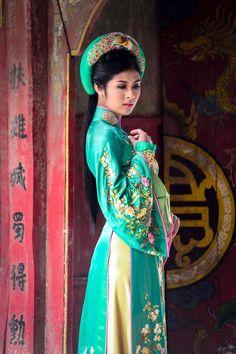 Ao Dai - Vietnamese traditional dress: