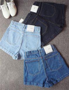 Früher waren solche Hosen nur für Jungen und Männer gedacht. Doch heute sind sie nur scheinbar noch für Mädchen und Frauen gedacht und das männliche Geschlecht hat kein Recht auf Shorts, sondern nur auf Bermuda Shorts.