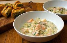 This is a lovely, warming dish, despite being both low-fat and low-calorie. The garlic bread works a treat so don't leave it out. Creamy seafood stew – to serve 4 1 tbsp olive oil 1 oni… Fish Recipes, Snack Recipes, Healthy Recipes, Healty Lunches, Low Fat Soups, Seafood Stew, Cooking Chef, Love Eat, Soup And Sandwich