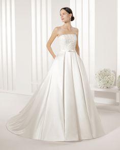 Vestido de noiva de cetim, bordado com brilhantes. Coleção Rosa Clará Two 2016