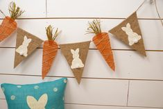 Bandera de Pascua bandera bunny y zanahoria por thelittlegreenbean Handmade Crafts, Diy And Crafts, Crafts For Kids, Easter Banner, Easter 2018, Diy Ostern, Easter Tree, Easter Traditions, School Decorations