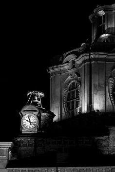 Torino - Orologio e cupola della Chiesa di San Lorenzo                                             https://www.facebook.com/mondanita.torino.piemonte.italia/photos/a.891178697578030.1073741828.891173707578529/916409378388295/?type=1