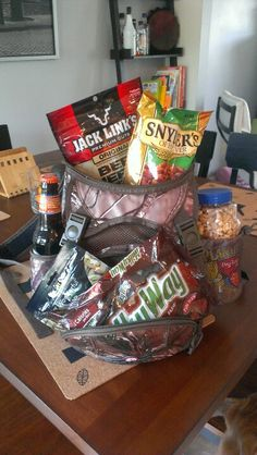 Dad's birthday present. Some of his favorite things! Birthday Presents For Dad, Dad Birthday, Happy Birthday, Favorite Things, Daddy, Gift Ideas, Cute, Gifts, Happy Brithday