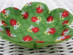 Microwave Bowl Potholder Pattern | Green Pattern Fabric Blythe Dress Pattern >>