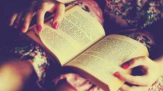 ¿Te encanta leer? ¿Eres de las que adora hasta el simple olor de las páginas de los libros? Entonces descubre los grandes beneficios que tiene para tu cerebro.