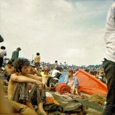 Sunday afternoon at Woodstock, The Swinging Sixties Woodstock Hippies, Woodstock Music, Woodstock Festival, Woodstock Concert, 1969 Woodstock, Woodstock Photos, Happy Hippie, Hippie Love, Hippie Vibes