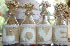 Garrafinhas personalizadas com Love com juta renda e ramy e flores secas... feitas por mim para dar o ar mais rústico que eu queria