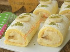 With its Squishy Sponge Cake and Yummy Cream: Roll Cake Pasta Recipes, Cake Recipes, Wie Macht Man, Desert Recipes, Hot Dog Buns, Breakfast Recipes, Food And Drink, Cooking, Ethnic Recipes