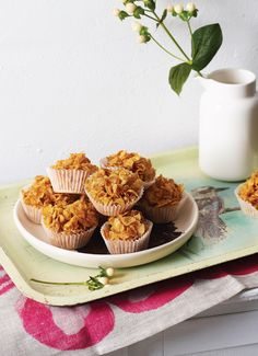 Learn this honey joys recipe made with cornflakes as an easy no bake dessert recipe. Honey joys are great for kids parties. Cereal Recipes, Snack Recipes, Dessert Recipes, Cupcake Recipes, Vegan Recipes, Kids Party Snacks, Easy Snacks, Easy No Bake Desserts, Vegan Desserts