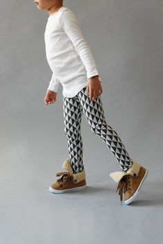 the | tritty | leggings. love these leggings. love black and white idea.