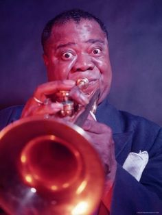 size: Premium Photographic Print: Jazz Musician Louis Armstrong Playing Trumpet by Eliot Elisofon : Artists Jazz Artists, Jazz Musicians, Music Artists, Jazz Composers, Soul Music, Sound Of Music, My Music, Music Icon, Louis Armstrong
