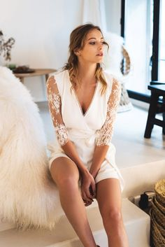 combia mariage courte manche longue HARPE Marry Me, Got Married, Marie, Cover Up, Wedding Dresses, Womens Fashion, Outfits, Beautiful, Album Photo