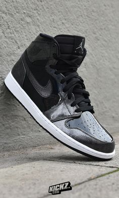 07dd89b56936 Jordan drops this shiny  Space Jam  edition of the Air Jordan 1 Retro to