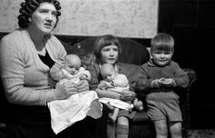 Jan. 31, 1953 27-year-old Briton Ivy Bourne, mother of triplets and twins. Her mother had a total of 22 children, including one set of triplets and four sets of twins.