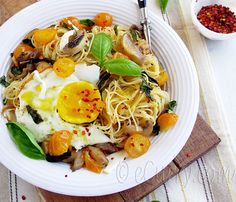 Gojee - Angel Hair Pasta with Mushroom, Basil and Fried Egg by eCurry