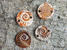 Armband-Anhänger für Damen aus Keramik...von KreativesbyPetra        #keramik #ceramic #ton #töpfern #töpferei #plattentechnik #Glasur #glaze #glasurbrand #glazebrand #botz #schmuck #jewellery #Anhänger #pendant #schmuckanhänger #jewelrypendant  #keramikanhänger #Unikat #handmade #handgemacht #Kunsthandwerk #Handwerk #DIY #geschenk #present #Meer #ocean #mädchen #mädels #girls #Damen #woman #textilband #schmuckband #jerseyband #jewelrybelt #geschenk #schnecke #slug #Struktur Chicken Salad, Petra, Girls, Arts And Crafts, Clay, Creative, Snail, Toddler Girls, Daughters