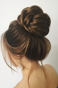 30 Awesome Wedding Bun Hairstyles Bun hairstyles are the most popular wedding hairdos. They are good for different hair length. Get inspired with our collection of wedding bun hairstyles. Messy Bun Hairstyles, Hairdo Wedding, Bridal Hair Updo, Wedding Hairstyles For Long Hair, 2 Buns Hairstyle, Simple Hairstyles, Crown Hairstyles, Hairstyle Ideas, Latest Hair Trends