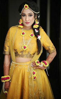 Top 8 Bridal Jewellery Trends to Watch out in 2019 Indian Wedding Outfits, Bridal Outfits, Bridal Dresses, Indian Weddings, Flower Jewellery For Mehndi, Bridal Jewellery, Flower Jewelry, Indian Wedding Photography Poses, Bridal Photoshoot