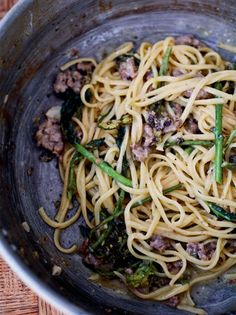 Sausage pasta is a dinnertime staple, and this is like a grown-up version; Another cracker from Jamie Cooks Italy. Risotto Recipes, Easy Pasta Recipes, Dinner Recipes, Healthy Recipes, Healthy Food, Healthy Dinners, Jamie Oliver Sausage Pasta, Broccoli Recipes, Sausage Recipes