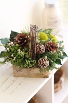 a basket with pinecones, billy balls, greenery and foliage for a strong festive spirit Christmas Arrangements, Christmas Centerpieces, Xmas Decorations, Flower Decorations, Flower Arrangements, Flower Centerpieces, Christmas Flowers, Christmas Wreaths, Christmas Crafts