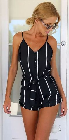 Highlight with V-neck and straps design, this stripe short jumpsuit is so eye-catching and stand out in the street.